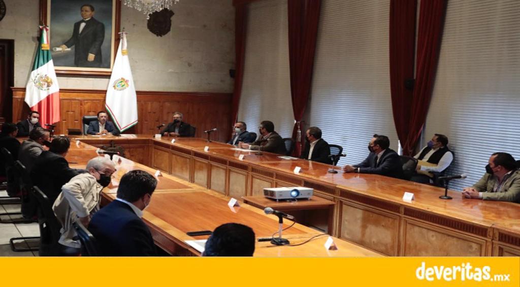 Cuitláhuac presenta a empresarios planeación de la primera fase del tren ligero de Xalapa