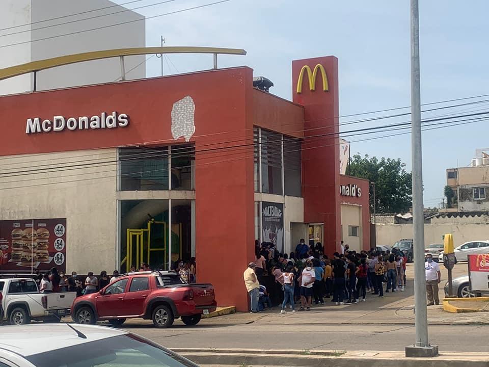 Fans de grupo coreano BTS provocan cierre de McDonald's en Coatzacoalcos