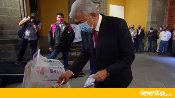 """""""Que viva la democracia"""", festeja AMLO después de votar"""